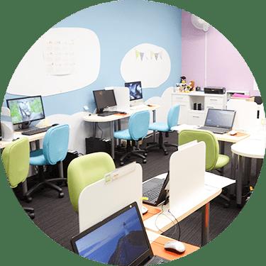 自習室も個別ブースでソフト完備のパソコンスクール